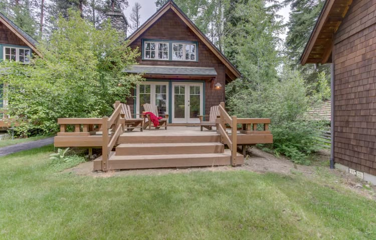 Private cabin (2) located in the beautiful Metolius River Resort only Steps Away from the Metolius River - fishing, BBQ and more