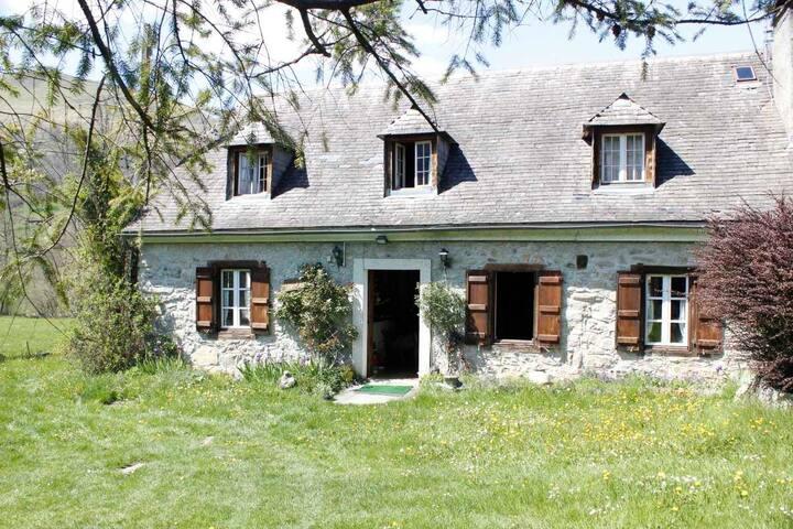 Le charme d'une maison typique des Hautes Pyrénées - Aucun - Rumah