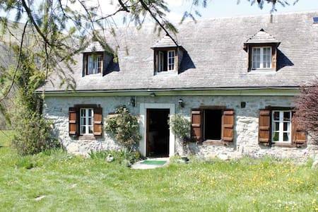 Le charme d'une maison typique des Hautes Pyrénées - House