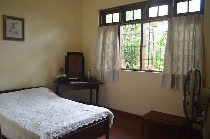 CLEAN AND COZY ROOM CLOSE TO DALADA MALIGAWA