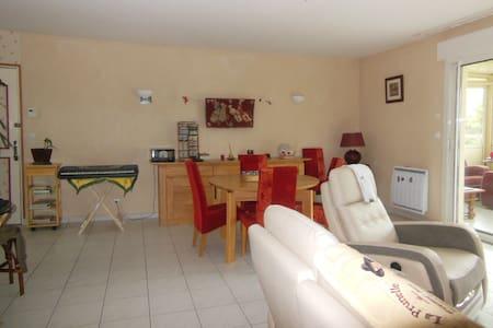 chambre  2 personnes avec salle de bain (partagée) - Cré - Bed & Breakfast