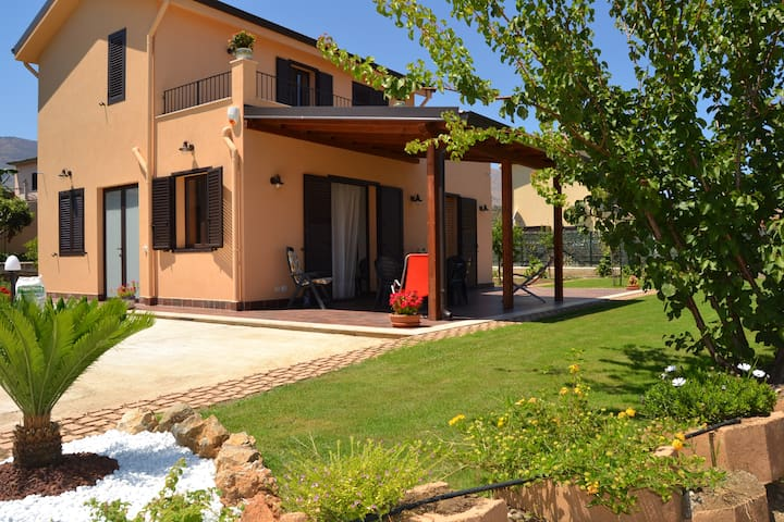 Villa has two steps from the sea - Trabia  - Villa