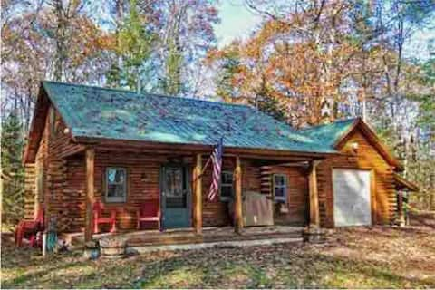 Adorable LOG CABIN in small NH town.