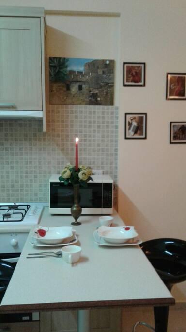 Уютная кухня, красивая посуда