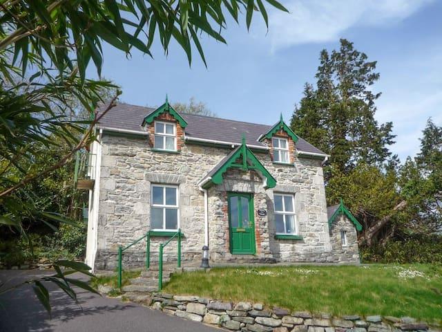 Winnie's Cottage (W32424)
