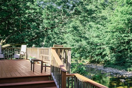 Riverfront Getaway - Chester - House