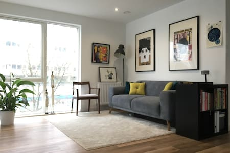 Modern, easily accessible home near Zone 1 - London