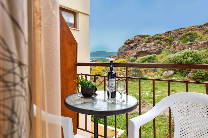 En Plo Seafront Rooms | Falassarna Mountain View 4