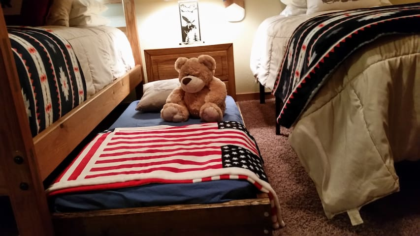 Cozy toddler bed for little cubs