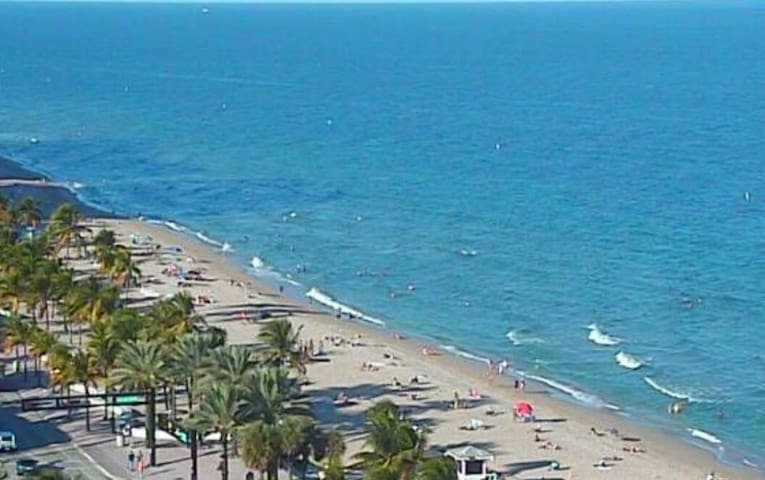 Easy 5 minute drive to the beautiful Ft Lauderdale beaches with miles of sand and boardwalk plus water activities