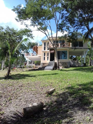 Quinta Tatich, laguna de Bacalar.