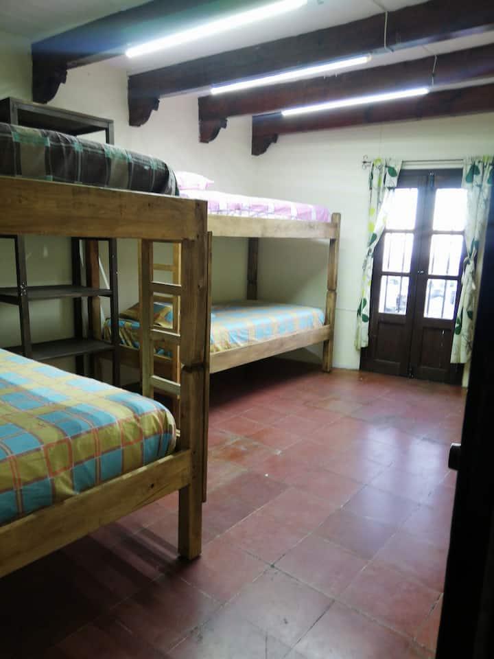 Renta casa en Taxco Gro. 2 habitaciones.