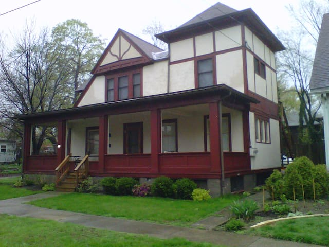 1920's Home in Highland Square - Akron - Pis