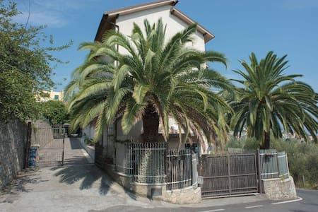 Appartamento vacanze nel verde - Pietra Ligure
