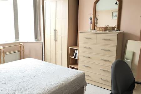 Double room near city centre - single occupancy