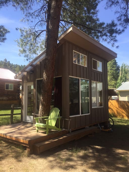 The *NEW* bonus cabin 'The Walnut' w/ queen bed (no bathroom) just west of main house, making the Nutshell 3 bdrm 2 bath in total. Share downtairs bath.