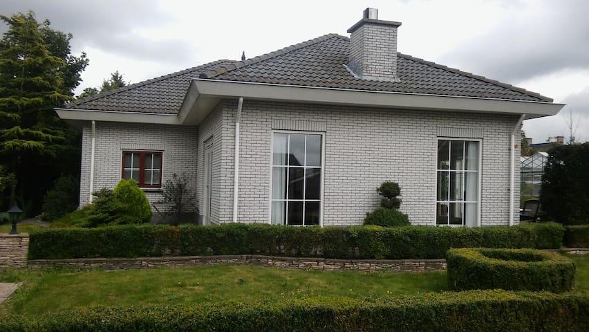 Landelijke villa aan de rand van het Uithofpark - Den Haag