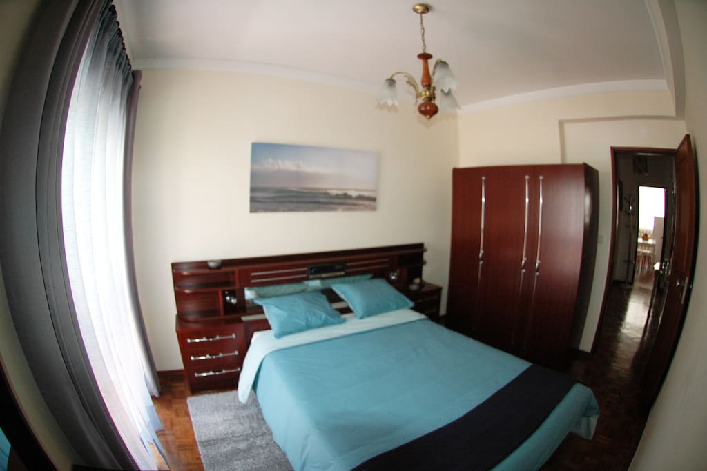"""Sea"" bedroom - general view with fish-eye-lens"