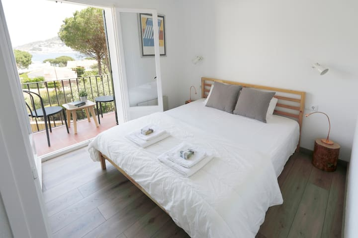 Habitació de matrimoni amb balcó  Double room with balcony
