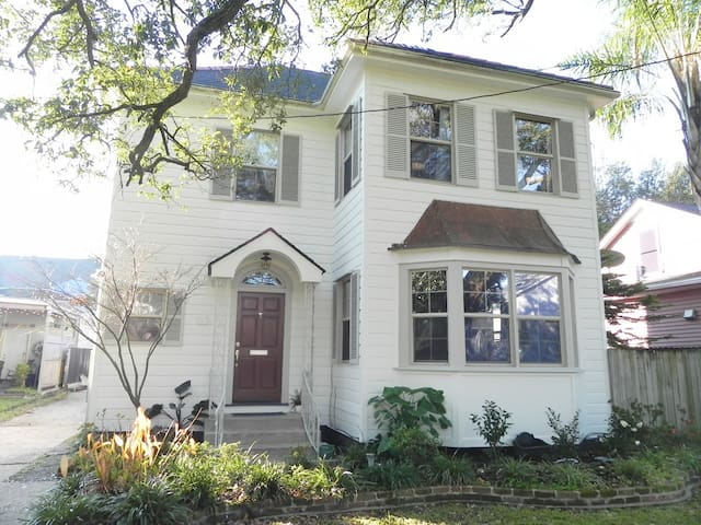 3 Bedroom 2 5 Ba City Park Hideaway Houses For Rent In New Orleans Louisia
