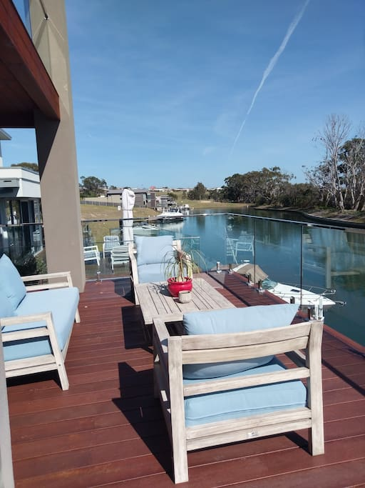 180 deg of stunning views, Water and bushland.  Canoe or paddle or even fish .