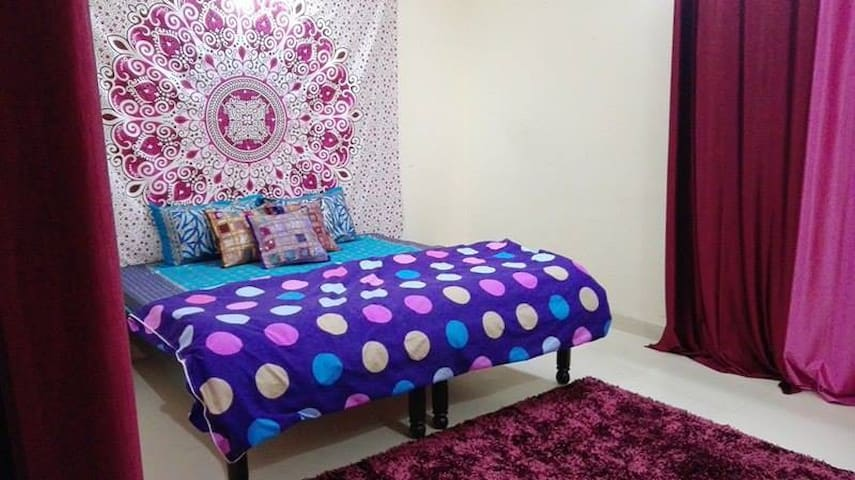 lovely room near airport,near metro in vasant kunj - New Delhi