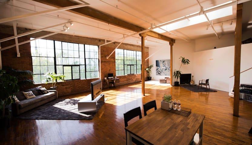 Dream Industrial Loft Studio Downtown Photo/Video - Los Angeles - Loft