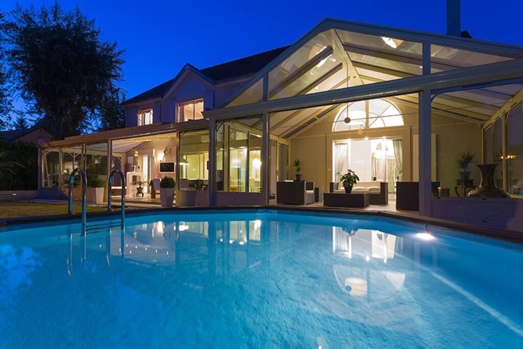 Villa de luxe proche de disneyland et paris houses for for Villa de luxe paris