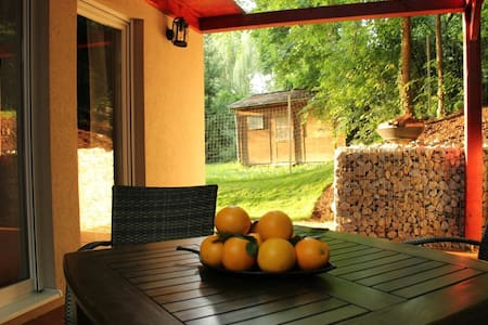 Vacation home 50m from Lake Balaton, quiet area - Balatonkenese - 独立屋