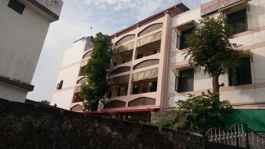 Spacious 1Bhk Studio Rooms for Rent in Dehradun