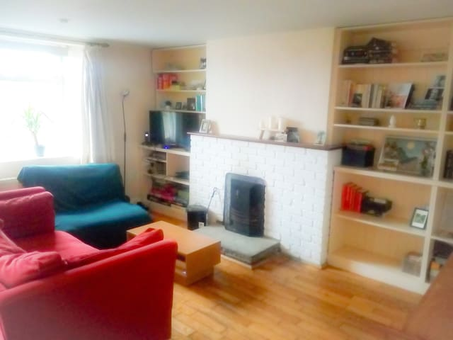 Cozy 1 Bedroom Cottage in the Heart of the City.