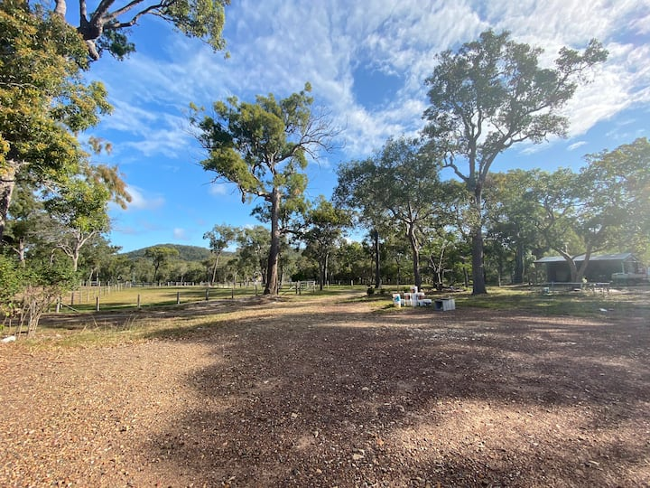 Large private campsite 2mins drive to main beach!