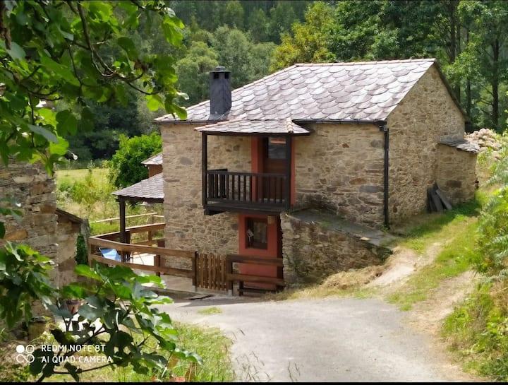 Acogedora y tranquila casa de piedra junto al río