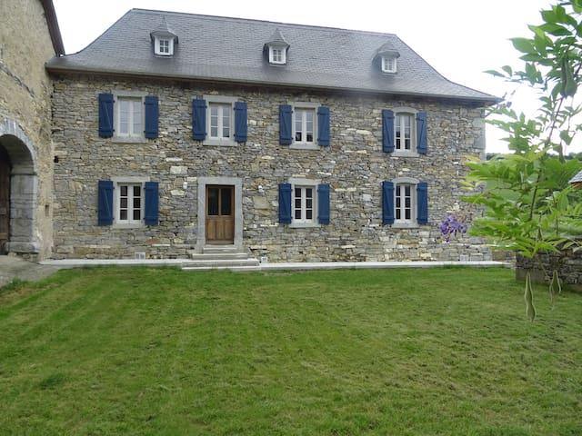 Grande maison rénovée Pays-Basque