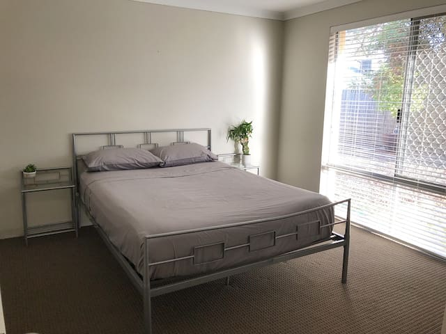 Private room for rent in Wellard