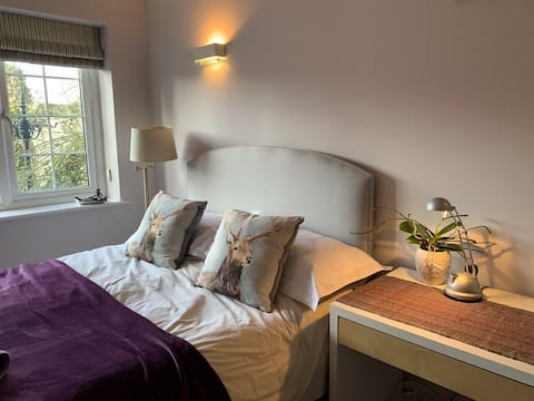 Private access, nr Bicester Village & Tythe Barn