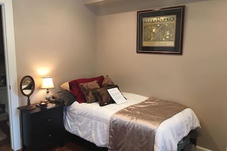 Best Location! 1 or 2 sleep comfy! - Houston - Casa
