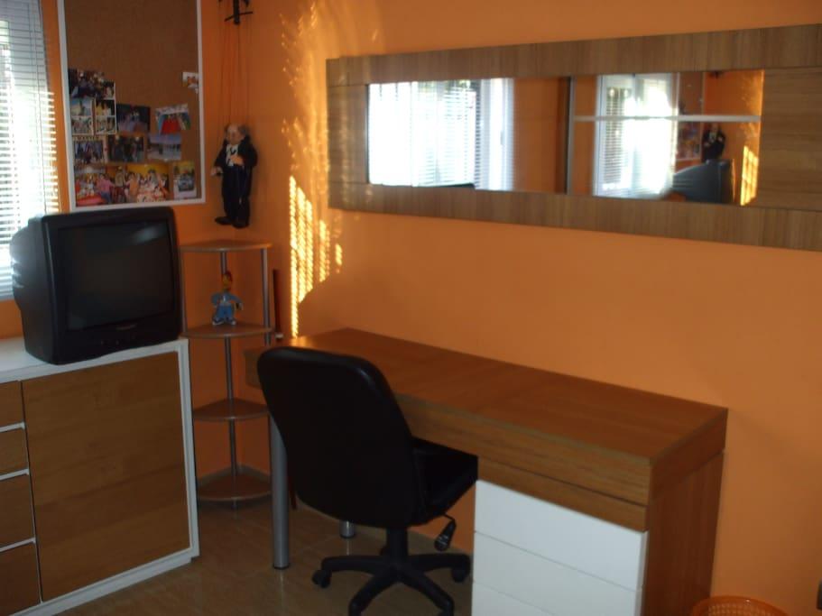 escritorio habitacion vistas jardin