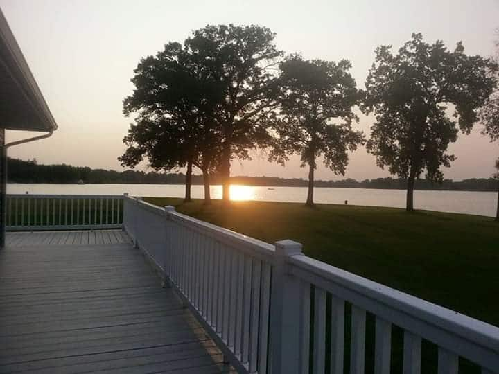 Sunset Point on the Lake, handicap friendly
