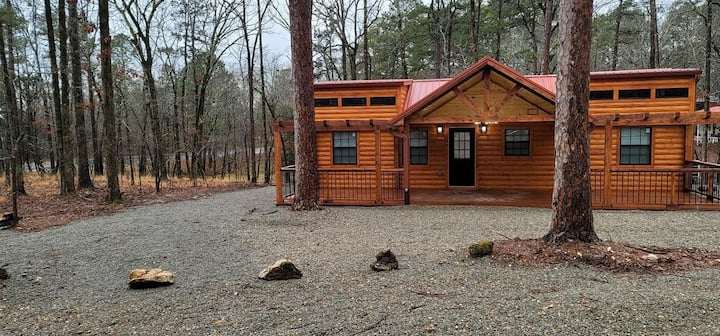 Twin Peaks Luxury Cabin Minutes From The Lake.