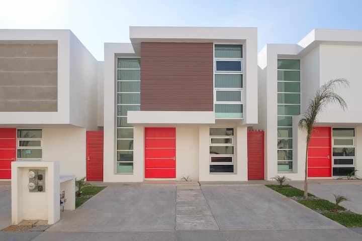 New House / VIP / 1 Block to the Beach