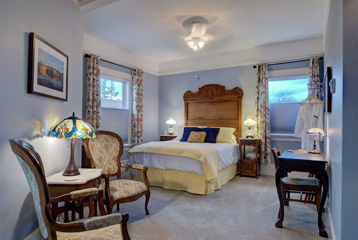 Bell Tower Suite with Breakfast at Blue Goose Inn