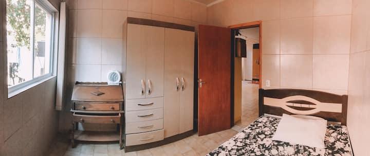 quarto com ar em casa incrível!