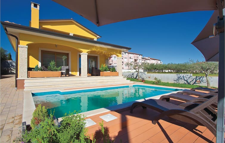 Holiday cottage with 3 bedrooms on 123 m² in Porec