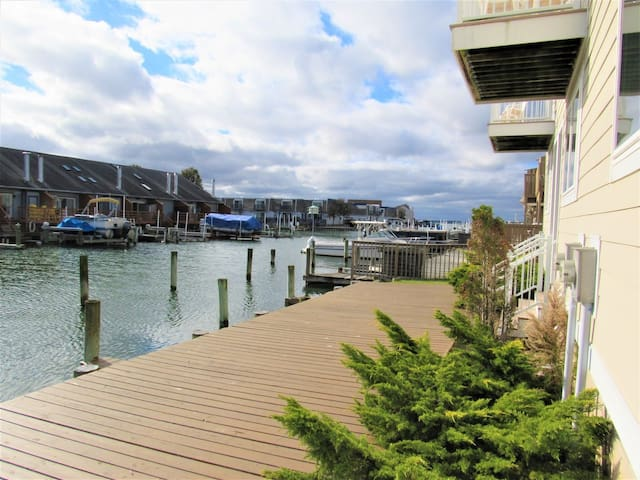 Ocean High 3 Bedroom Bay View w/ Pool - near Amusement Park & Oceanfront!