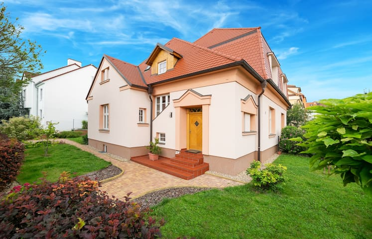 Apricot House with parking - Brno - Talo