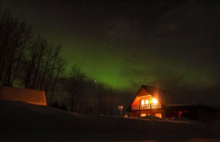 1.2 meter snow: come and ski under aurora borealis