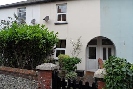 Old Stream House - 2 Bed Character Town Cottage - Seaford - Dom