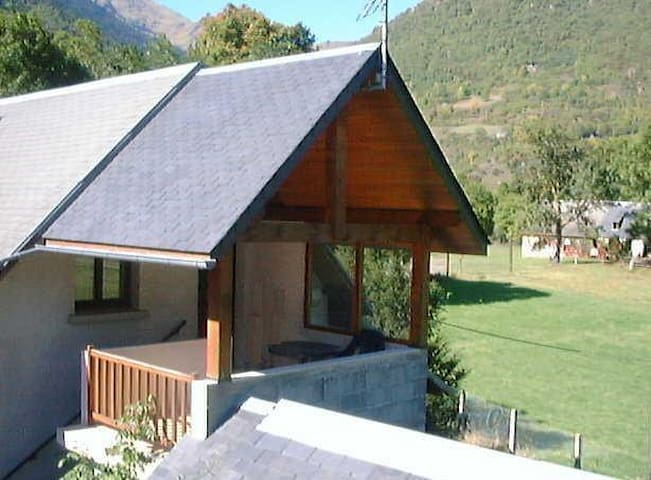 Location d'un gite 5 pers à Saint-Lary - Grézian - Apartment