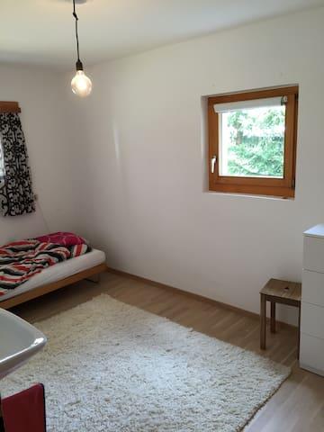 Komfortables Zimmer an zentraler ruhiger Lage - Davos - Leilighet